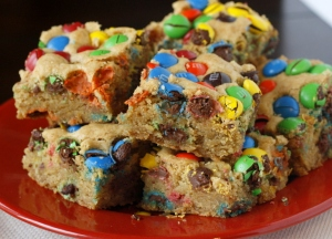 Thick-and-Chewy-MM-Cookie-Bars-2