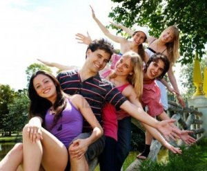 happy-group-of-friends-smiling-outdoors-in-a-park